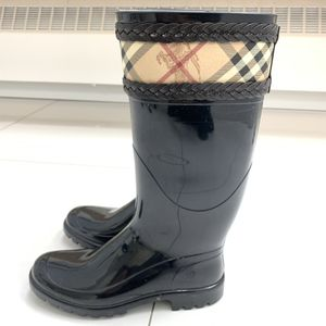 Authentic Burberry Black Rain Boots 6 for Sale in Chicago, IL