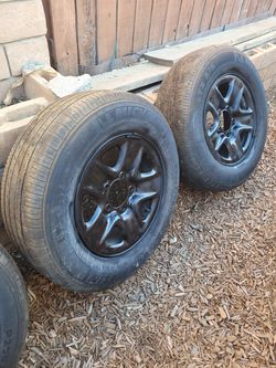 Tundra rims and tires for Sale in Normal,  IL