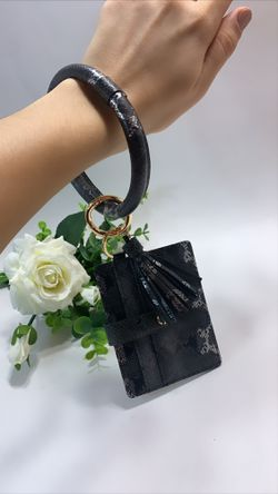 High Quality PU Leather Wristlet Keychain Wallet/Card Holder Big Circle, Black and White for Sale in Irvine,  CA
