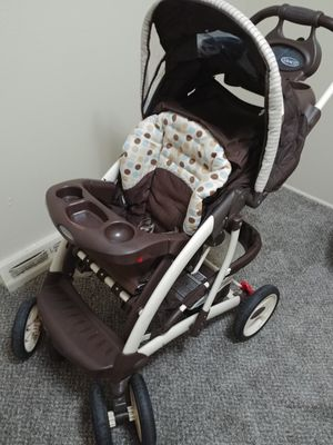 Graco foldable stroller with matching car seat for Sale in Lakewood, CO