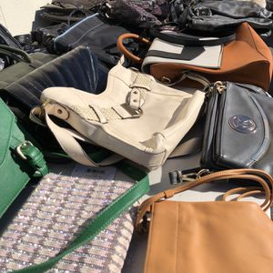#1) Lot of 200 Women's Handbags for Sale in Hyattsville, MD