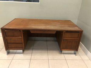 Free desk. for Sale in Miami, FL