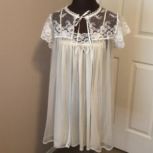 Vtg Miss Elaine Nightgown 2-Piece Set Peignoir for Sale in Humble, TX