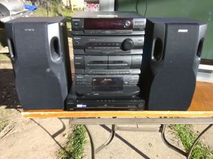 Sony 300 Watts stereo system with 5 discs DVD and CD players plus speakers for Sale in Washington, DC