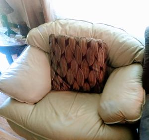 White leather sofa and loveseat plus 4 throw pillows for Sale in Tullahoma, TN
