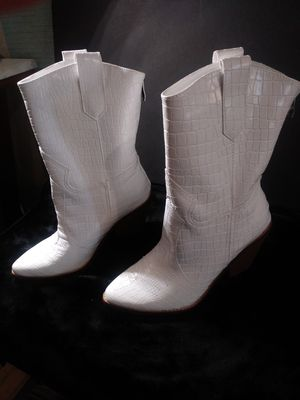 White Faux Leather Cowboy Boots - Size 9 for Sale in Carlsbad, CA