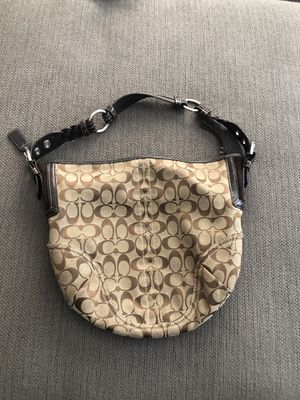 Authentic Coach Beige and brown signature hobo bag. for Sale in Las Vegas, NV