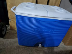 Rubbermaid cooler for Sale in Mill Creek, WA