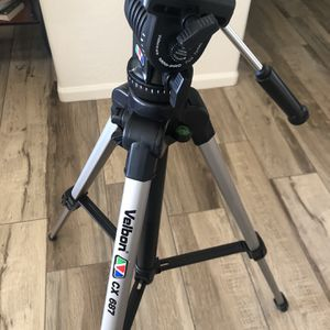 Velbon TRIPOD with Case like NEW for Sale in Gilbert, AZ