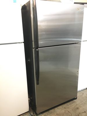 """Stainless steel top freezer 21cuft whirlpool refrigerator. 33inch wide X 66""""h for Sale in Huntington Beach, CA"""