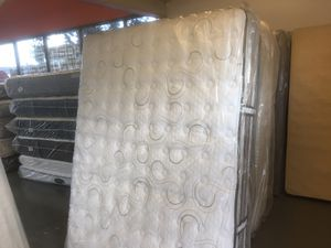 QUEEN SIZE WITH GEL MEMORY FOAM TO HELP YOU SLEEP COOL SERTA ISERIES MATTRESS & BOX SPRING BED SET for Sale in Portland, OR