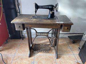 Singer sewing machine for Sale in Las Vegas, NV