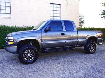 $1,2OO I'm selling urgentl 2OO1 Chevrolet Silverado. for Sale in San Jose,  IL
