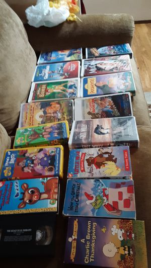 16 VHS movies with cases for Sale in Mill Creek, WA