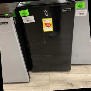 MAGIC CHEF HMR440BE MINI FRIDGE COYIR for Sale in Los Angeles, CA
