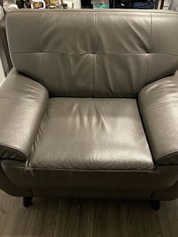 Oversize real leather chair for Sale in Seattle,  WA