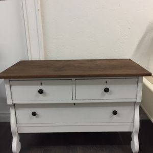 Small Dresser / Tv Stand for Sale in Clovis, CA