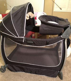 EDDIE BAUER Deluxe Complete Care Play Yard for Sale in Phoenix, AZ