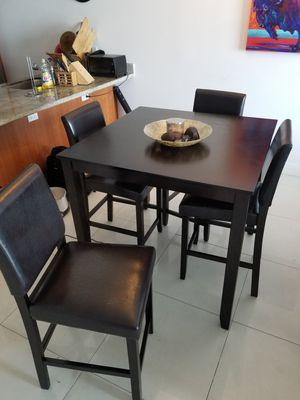High top table and leather backed chairs (4). for Sale in Miami, FL