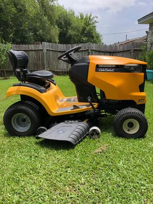 Riding lawnmower 🚜 for Sale in Dickinson, TX