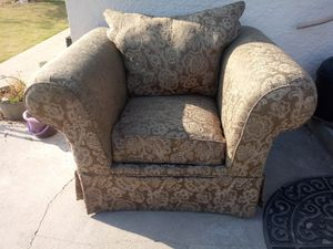 Free Chair for Sale in Cutler, CA