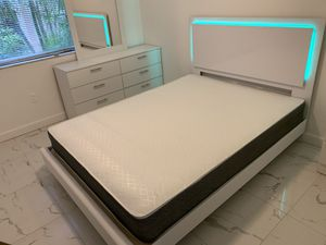 New white queen 4 pieces bedroom set FREE DELIVERY and installation. Bed frame , mattress, dresser and mirror 560 for Sale in Pembroke Pines, FL