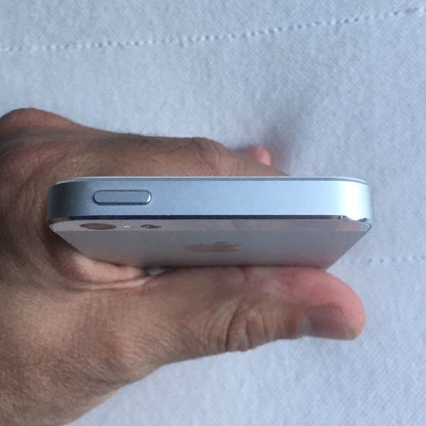 Apple IPhone 5 32GB AT&T Unlocked Excellent Condition