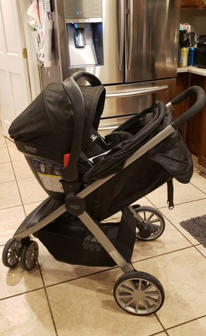 Britax B-Lively and B-Safe 35 travel system for Sale in Glendale, AZ