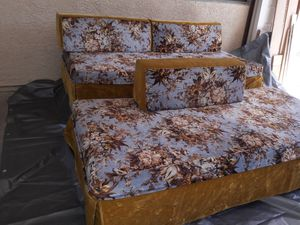 2 beds. Box spring w/wheels & mattress. for Sale in Las Vegas, NV