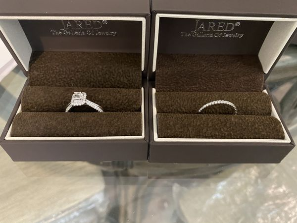 Woman Vera Wang wedding ring (set)
