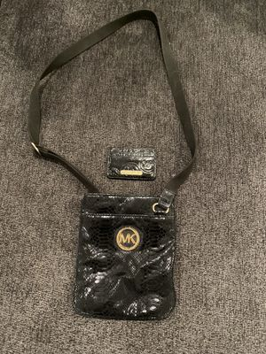 Michael Kors Black messenger Purse and card holder for Sale in Miami, FL