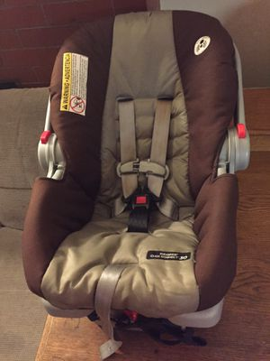 Infant car seat w base for Sale in Canton, OH