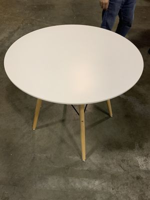 White round kitchen coffee table for Sale in Duluth, GA