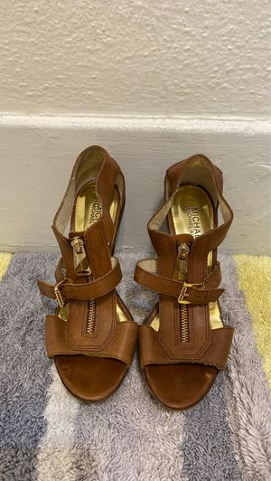 Michael Kors brown heels. Gold lining. for Sale in Torrance, CA