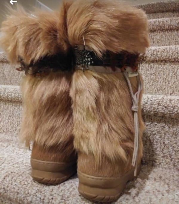 New Women's Size 10 Goat Fur Boots [Retail $256-$430]