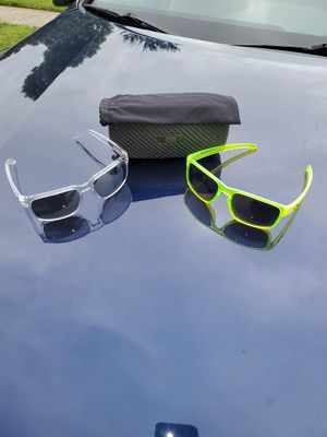 Oakley sunglasses for Sale in Pataskala, OH