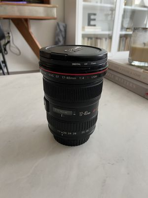 Canon EF 17-40mm F/4L USM Ultra Wide Lens for Sale in Chicago, IL