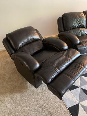 Bobs Furniture Power Recliner Solo for Sale in Woburn, MA