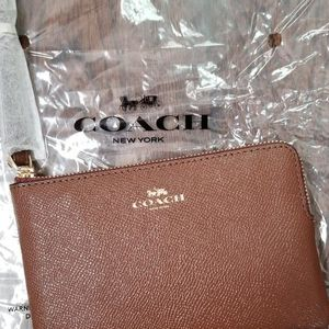 New Coach Crossgrain Leather Corner Zip Small Wristlet Wallet Purse F58032 for Sale in Westchester, IL