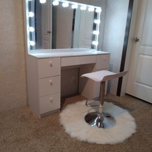 Hollywood Style Vanity's 🤤get You're Girl Sum for Sale in San Antonio, TX