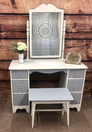 Antique vanity with mirror and bench for Sale in Indian Springs Village, AL