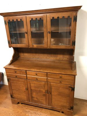 Ethan Allen Baumritter MCM welsh hutch china solid maple for Sale in Bellevue, WA