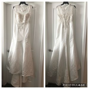 Trumpet/ Mermaid wedding dress new in box - Satin with cap sleeves - never worn!!! MUST GO ASAP for Sale in Highland Beach, FL