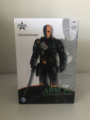 Deathstroke collectible statue for Sale in Smithfield, NC