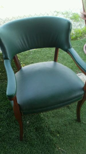 Leather green chair good condition for Sale in Las Vegas, NV