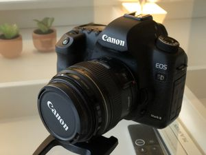 Canon 5D Mark II (body only) for Sale in Schiller Park, IL