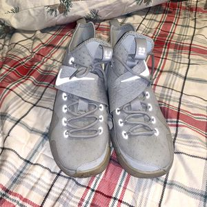 Nike LeBron XIV 14 Silver Reflect for Sale in West Sacramento, CA