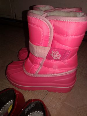 Toddler snow boots Size 9 for Sale in Manassas Park, VA