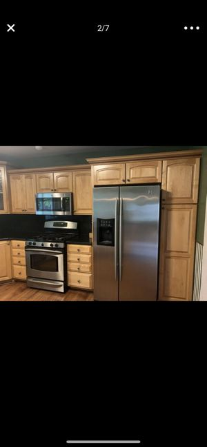 Kitchen cabinets with counter top 700 obo for Sale in Miami, FL