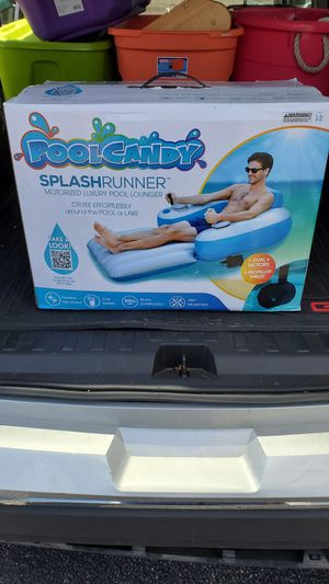MOTORIZED POOL LOUNGER for Sale in Niles, IL